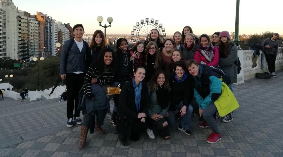 En su voluntariado para jóvenes, un grupo de voluntarios explora Argentina.